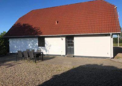 Opfriskning af hus Facader malet med silikone maling og udhæng træbeskyttelse vinduer, døre og port i vinduesmaling alle produkter er fra PP mester maling.